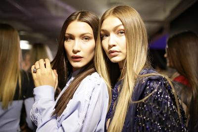 Fashion Gigi Hadid vs Bella Hadid, Kamu Lebih Suka yang Mana?