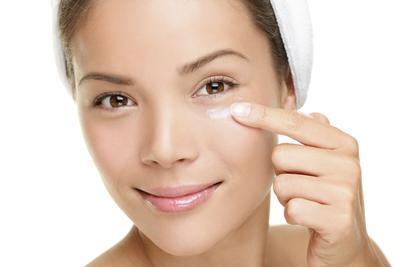 Gunakan eye cream