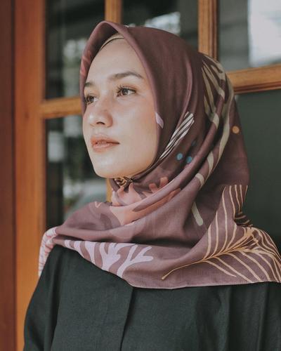 Sering Terganggu Dengan Rambut yang Keluar Dari Hijab? Ini Tips yang Harus Kamu Perhatian!