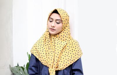 Tampil dengan Warna Kuning untuk Hijab Outfit? Ini Dia Beberapa Inspirasinya!