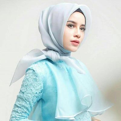 Simak Inspirasi Outfit Hijab Nan Elegan untuk ke Pesta!
