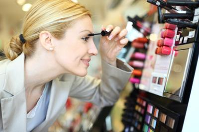 Enggak Nyangka, Inilah Fakta Seram Di Balik Sembarangan Menggunakan Tester Make Up!