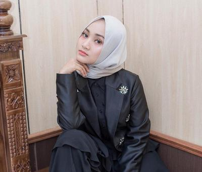Bersuara Merdu dan Fashionable, Gaya 5 Penyanyi Berhijab Indonesia Ini Jadi Sorotan
