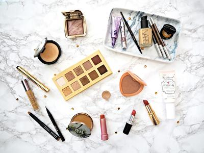 Drugstore VS High End Make Up: Selain Segi Harga, Ini Perbedaan Lain dari Keduanya!