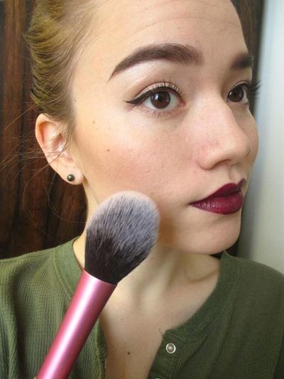 Ladies, Inilah Tips Mudah Menggunakan Vampy Lipstick Tanpa Terlihat Tua!