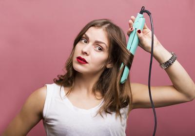 Ladies Kamu Suka Mencatok Rambut? Produk Spray Pelindung Panas Berikut Oke Banget Menjaga Rambutmu Tetap Sehat!