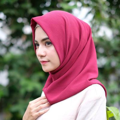 Mudah Dipadukan, Inilah 4 Warna Hijab Instan yang Harus Kamu Punya di Lemari