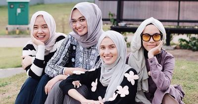Tak Perlu Pusing Ladies! Berikut Warna Hijab yang Sesuai dengan Warna Kulitmu!