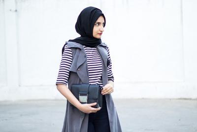 Tampil Elegan Lewat Empat Inspirasi Hijab Style dengan Warna Monokrom Yuk!