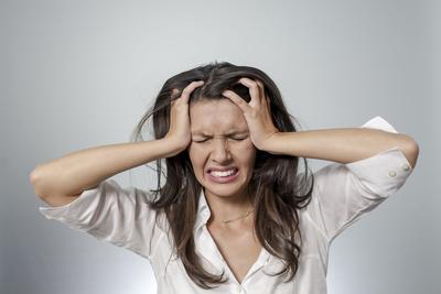 Jangan Tunggu Rambut Kamu Jadi Botak, Ini Penyebab Rambut Rontok yang Harus Kamu Tahu!