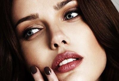Pilih Lipstik dengan Base Warna Merah atau Pink untuk Kamu yang Memiliki Kulit Pucat