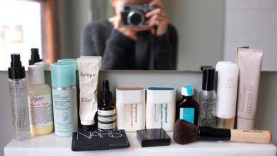Ingin Kosmetik Preloved yang Kamu Jual di Media Sosial Cepat Laku? Simak Tipsnya yuk!