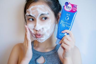 [Review] Rasakan Sensasi Membersihkan Wajah Ala Wanita Jepang dengan Shiseido Senka Perfect Whip Facial Foam