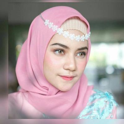 Mau Terlihat Kece Saat Wisuda? Jangan Lupa Tambahkan Headpiece Ini di Hijabmu!
