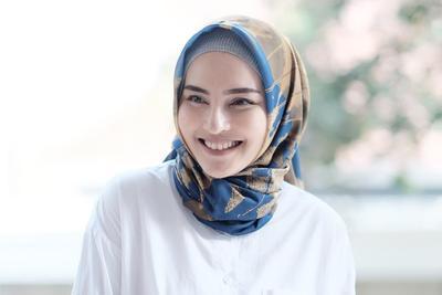 Tidak Sempat Keramas? Lakukan Hal Ini Jika Kamu Ingin Rambutmu Tetap Indah di Balik Hijab!