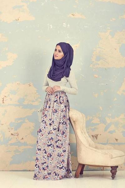 Mau Tampil Lebih Feminin? Yuk Contek Inspirasi Style Hijab Modern Dengan Fashion Item Floral Nan Manis!
