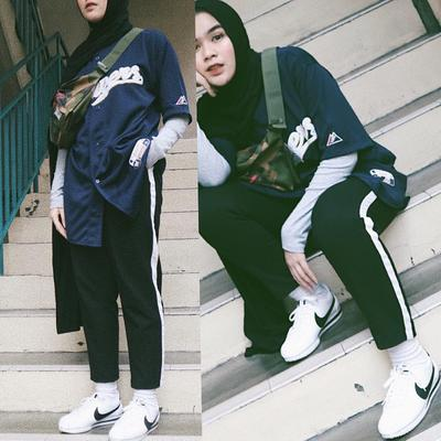 Wow, Inspirasi Mix and Match Track Pants Untuk Hijabers Ini Wajib Kamu Coba!