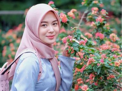 Inspirasi Outffit Cantik ala Ayana Moon untuk Kamu Pecinta Gaya Korea!