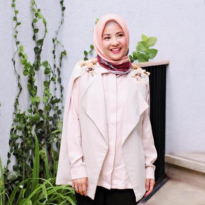 Gemas, Inspirasi Gaya Hijab Natasha Rizki Ini Cocok untuk Kamu yang Bergaya Feminin
