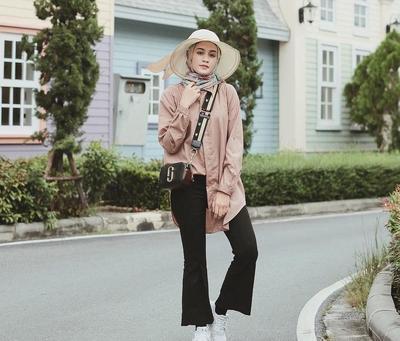 The Hot Item Flare Pants Is Back! Intip Tips Padu Padan untuk Para Hijabers!