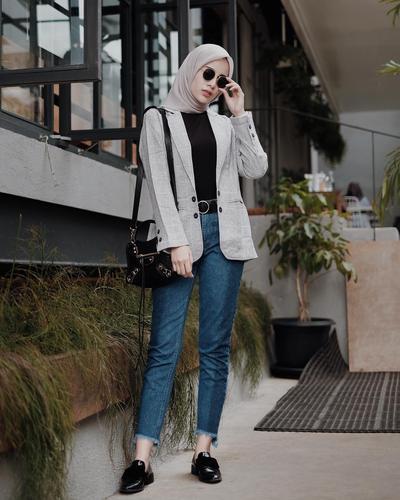 Nah, Ini Dia Tips dan Inspirasi Atasan Blouse Hijab Yang Cocok Untuk Hijabers Boyish!