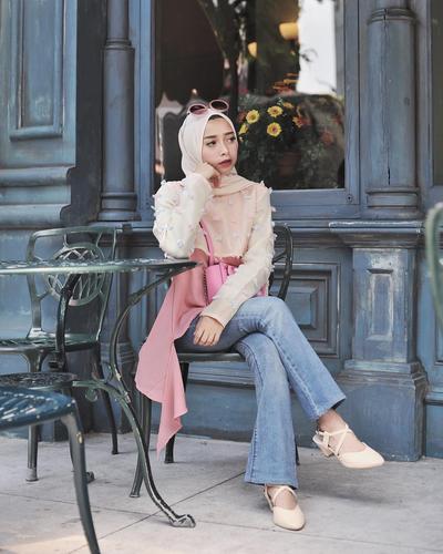 Simpel dan Manis, Ini Dia Inspirasi Atasan Blouse Hijab Yang Cocok Untuk Hijabers Feminin!
