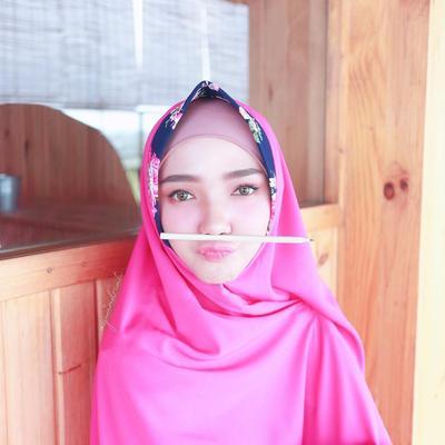 Jangan Takut Pakai Hijab Warna Cerah, Ini Trik Padu Padannya Biar Enggak Terlihat Norak