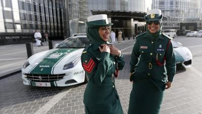 Cantik dan Berwibawa, Inilah Macam-macam Model Seragam Hijab Para Polisi Wanita di Dunia