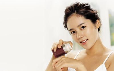 Waspada yuk Ladies, 6 Bahan Skincare Ini Ternyata Bisa Bahaya Untuk Kulit Sensitif!