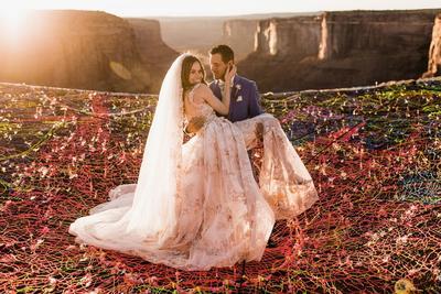 Sungguh-Sungguh Terjadi, 5 Pasangan Ini Menikah di Lokasi yang Ekstrim Banget!
