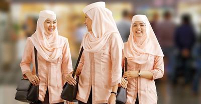 Punya Model Hijab Berbeda-beda, Inilah Macam-macam Seragam Pramugari Hijab di Tiap Maskapai