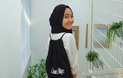 Girls! Tiru Gaya Hijab Adiba Khanza, Putri Alm. Ustadz Uje yang Gayanya Menginspirasi Remaja Ini Yuk!