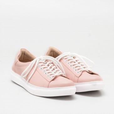 Cari Sneakers Lucu dan Feminin? Jangan Lupa Catat Online Shop Ini!