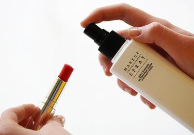 6. Beli Makeup Preloved yang Bisa Disterilkan dengan Makeup Sanitizer