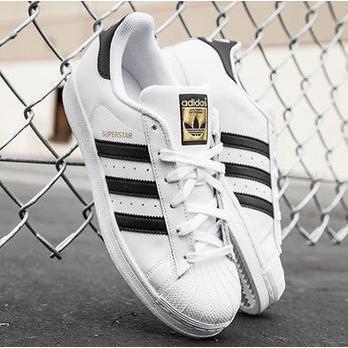 Menyimpan Sneakers Putih