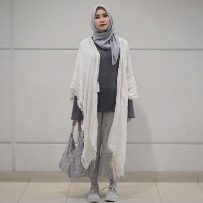 Buat Bumil, Trik Hijab Ini Bisa Kamu Pakai Agar Tetap Tampil Kece!
