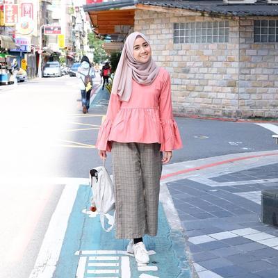 Simpel Dan Manis, Padu Padan Hijab Dengan Kulot Motif Ini Wajib Kamu Coba!