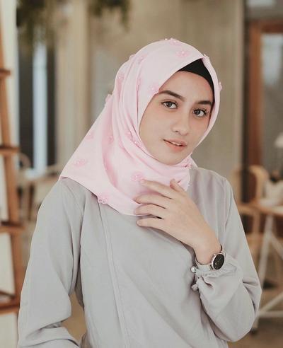 Anti Telat dan Ribet! Ini Dia Style Hijab yang Bisa Kamu Coba Dalam Waktu Super Singkat!