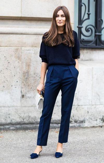 Gunakan Satu Fashion Item dengan Warna Mencolok