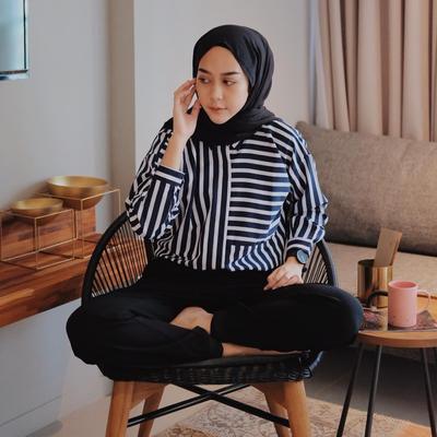 6 Warna Hijab Ini Wajib Dimiliki Hijabers Agar Mix and Match Outfit Jadi Lebih Mudah!