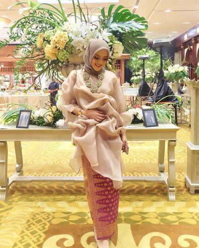 Cantik dan Elegan, Ini Dia Padu Padan Songket untuk Style Kebaya Hijab yang Kekinian