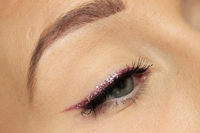 Ikuti Garis Eyeliner