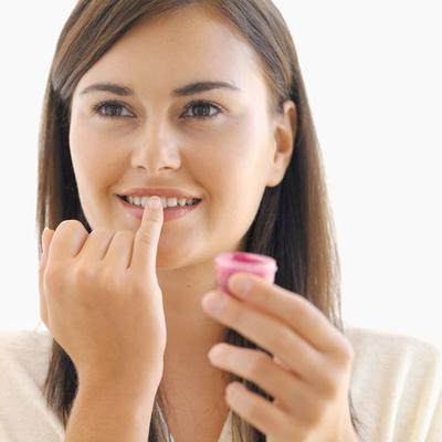 Penasaran Kenapa Bibir Bisa Menghitam dan Sulit Segar Kembali? Ternyata Ini Jawabannya!