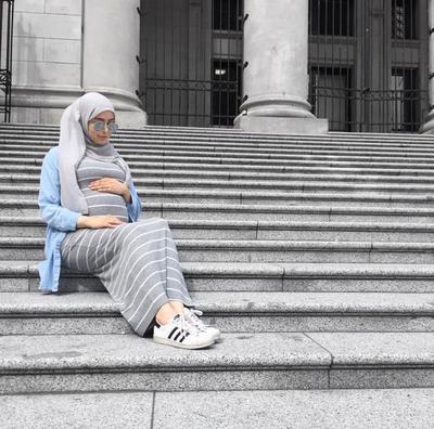 Buat para Hijabers, Tren Outfit Ini Cocok Banget Dipakai Saat Hamil
