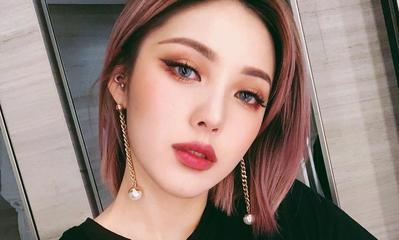Ladies, Ingin Tetap Natural Dengan Eyeshadow Glitter? Intip Dulu Yuk Triknya!