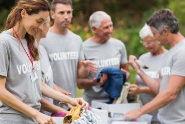 Melakukan Charity