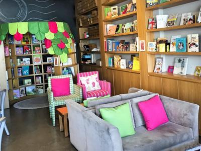 Cari Tempat Nongkrong Sekaligus Tempat Baca yang Nyaman di Jakarta? Ini Rekomendasinya!