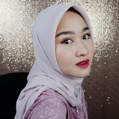 Ladies, Tampil Bold dan Elegan Dengan Padu Padan Hijab Ala Kiara Leswara, Yuk!
