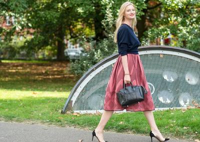 Curvy Ladies, Jangan Takut Pakai Rok! Ini Tips Mudah Tampil Fabulous dengan Rok dan Dress!