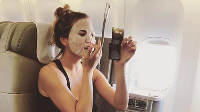 Travelling Ke Luar Negeri? Jangan Lupa Bawa Skincare Ini di Kabin Pesawatmu!
